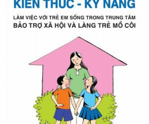 """Tặng sách """"Kiến thức – Kỹ năng làm việc với trẻ em sống trong TTBTXH và Làng trẻ mồ côi"""""""