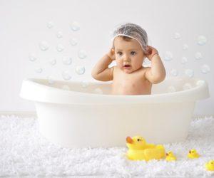 Tắm nước nóng giúp trẻ giảm triệu chứng tự kỷ