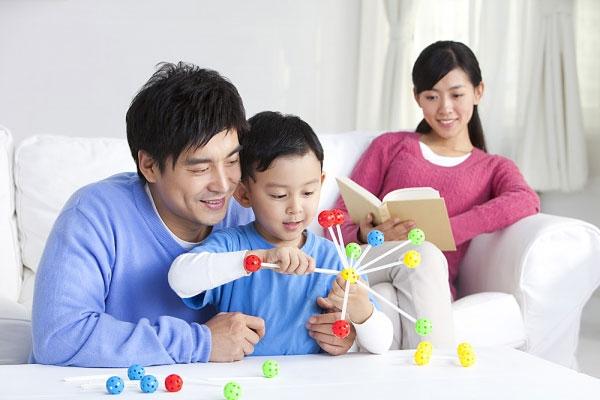 Mười hai cách khuyến khích hành vi tốt ở trẻ áp dụng với trẻ ở mọi lứa tuổi