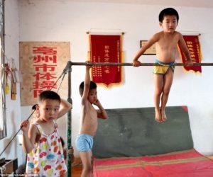 """""""Khủng hoảng stress"""" ở học sinh tiểu học Trung Quốc"""