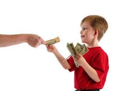Những tác hại khi cho con nhiều tiền