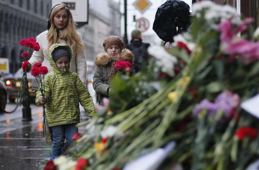 Cha mẹ Pháp nên giải thích thế nào về vụ khủng bố kinh hoàng
