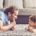 Lựa chọn gắn bó hay cam kết là câu chuyện mà ba mẹ nên chia sẻ với con trẻ