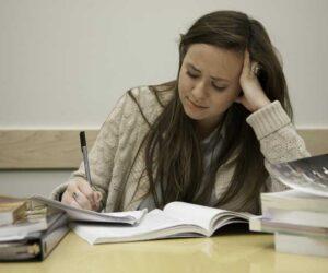 """4 """"kẻ thù tâm lý"""" của học sinh trước kỳ thi và cách ứng phó"""
