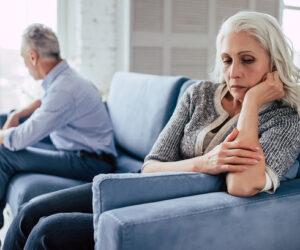 Làm gì khi bố mẹ lớn tuổi muốn ly hôn?